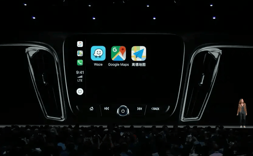 R-Link 2: Google Maps and Waze available on Apple Carplay.