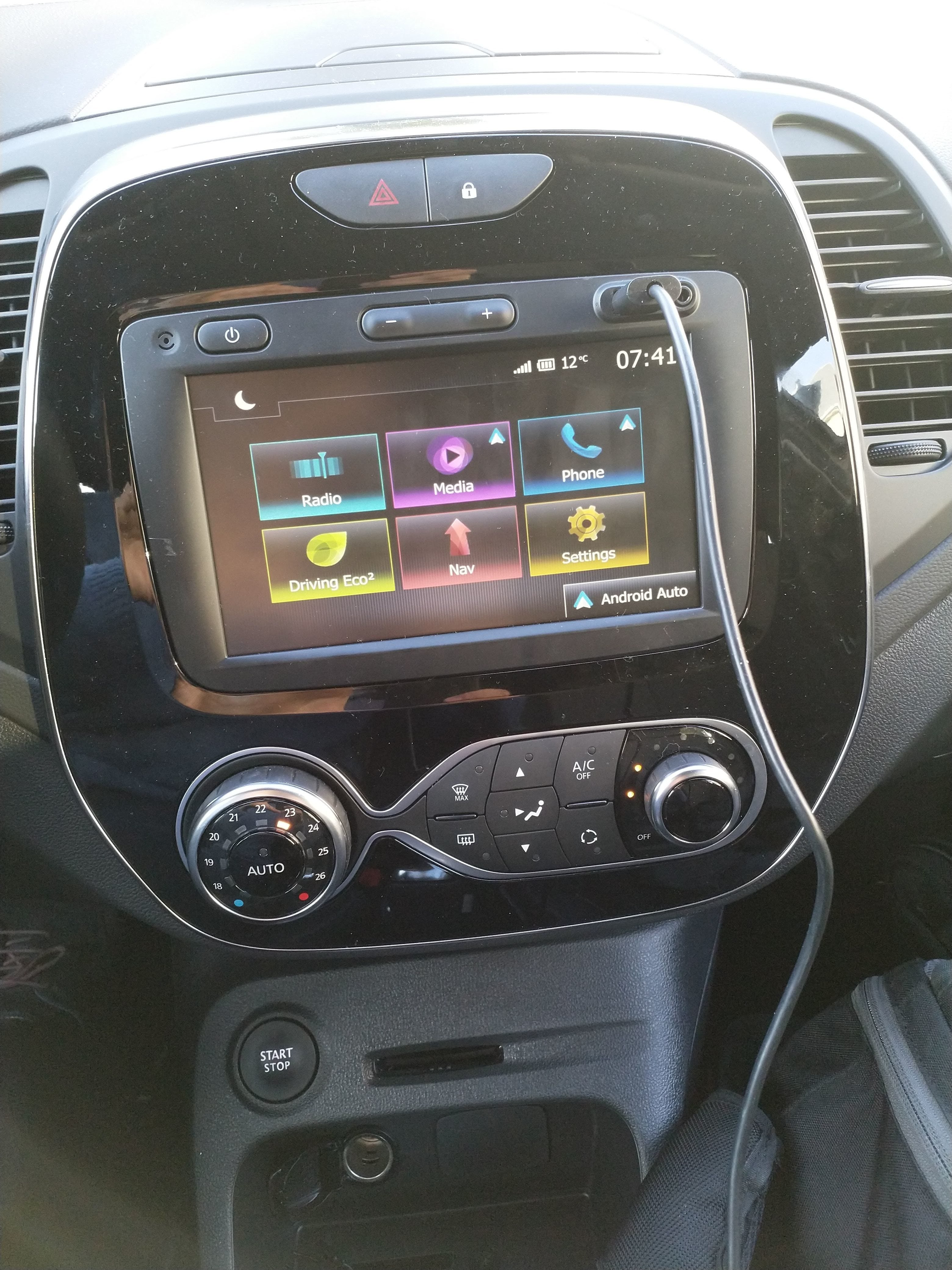 Review Medianav Evolution v2 with Android Auto and Carplay