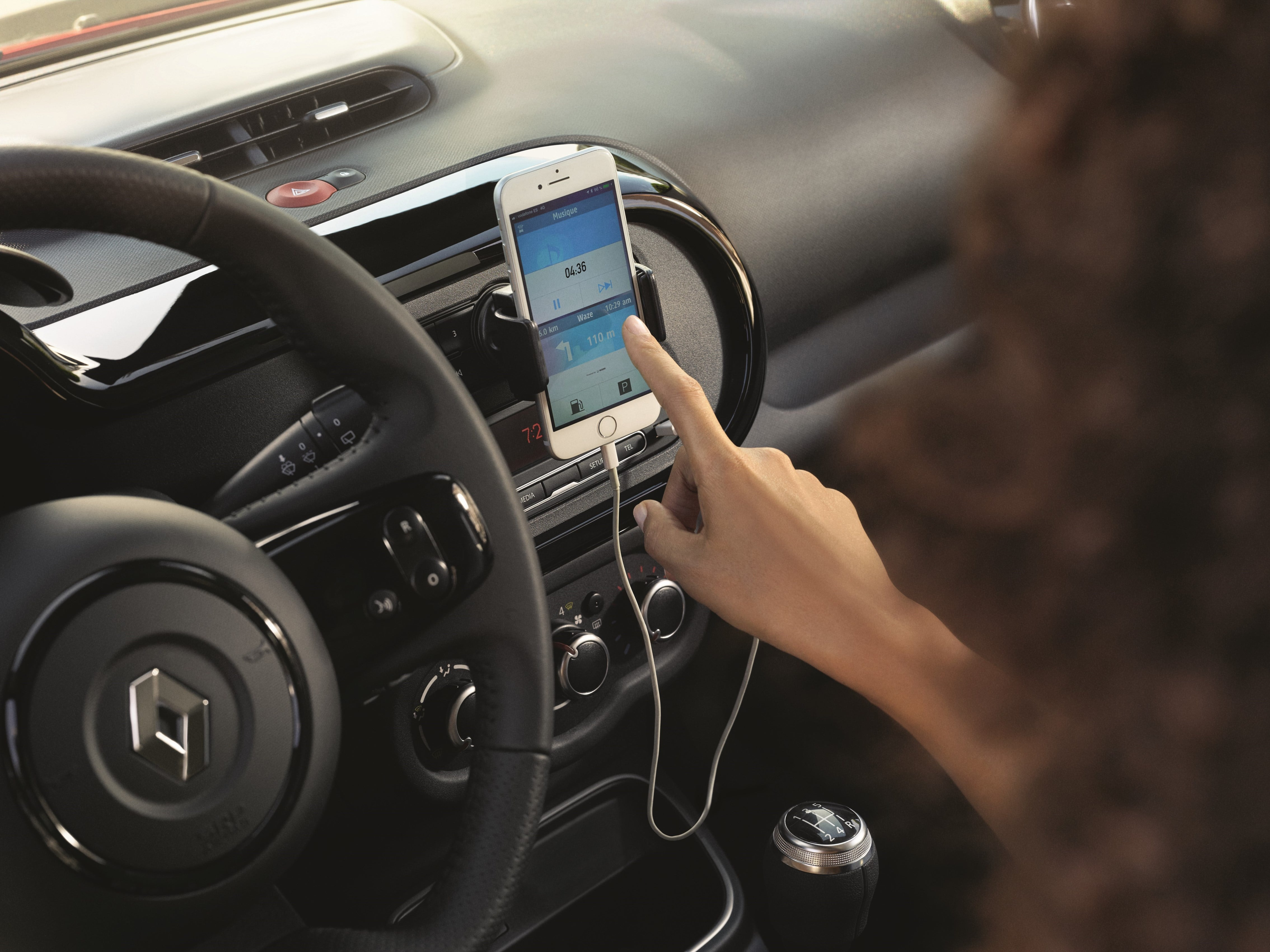 Easy Link: Renault's new multimedia system  – GPS R-Link